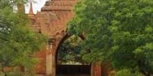 Puerta de entrada a una pagoda, Myanmar