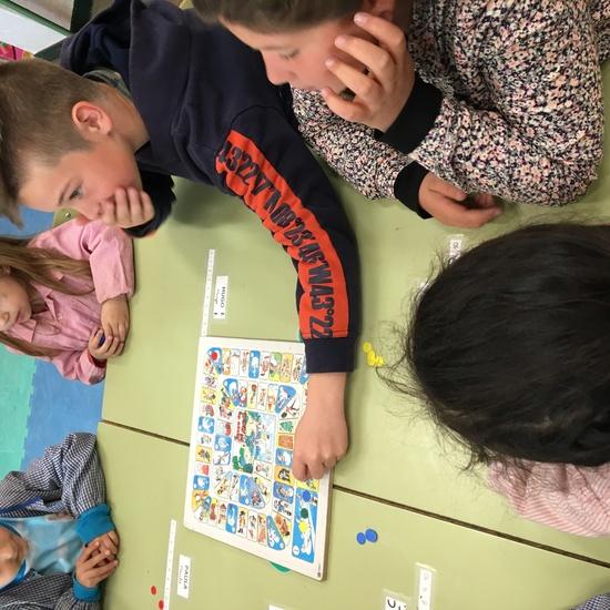 Buddies: 5 años y sexto enseñando a jugar. 30