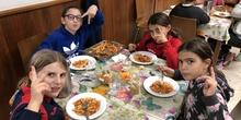 Albergue 6º - 2º día (comiendo) 4