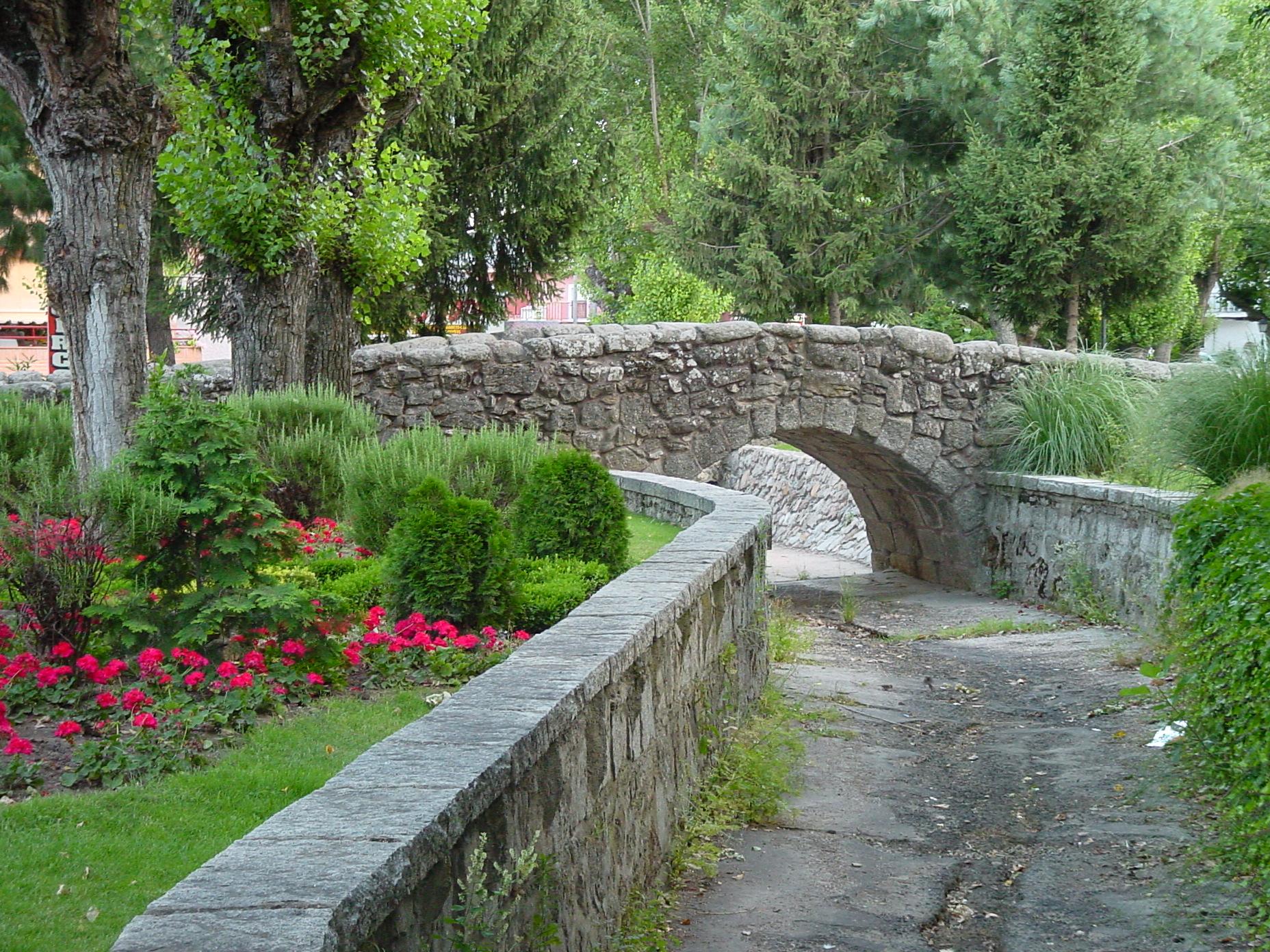 Puente de piedra en Soto del Real