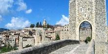 Torre del puente fortificado de Besalú, Garrotxa, Gerona