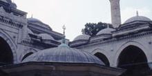 Fuente para lavar los pies en la Mezquita Azul, Estambul, Turquí