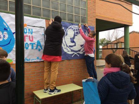 2017_01_MONTANDO EL MERCADILLO SOLIDARIO 7