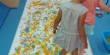 Pintamos con los pies