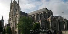 Catedral de San Bavón y el monumento a los pintores, Gante, Bélg