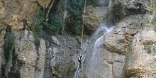 Aficionado al rappel en el Barranco de Otín, Huesca