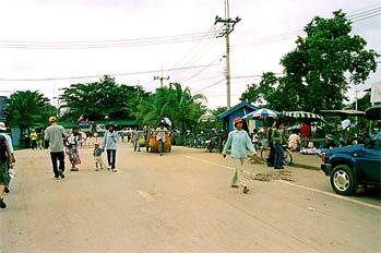 Gente transitando la frontera, Camboya