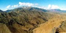 Carretera de montaña que conduce a Agouim, Marruecos