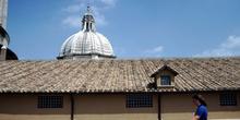 Vista de una de las cúpulas secundarias de la basílica de San Pe