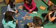 Buddies: 5 años y sexto enseñando a jugar. 3