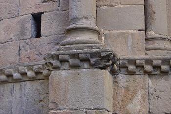 Detalle de las cenefas de ajedrezado, Jaca, Huesca