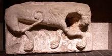 Pilar con la escultura de un animal del siglo IV