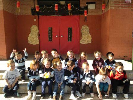 2017_03_Los pulpos decoran su aula como si fuera China