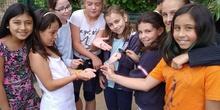 2019_06_07_Los alumnos de Quinto observan los insectos del huerto_CEIP FDLR_Las Rozas 22