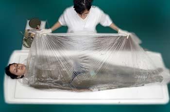 Envolturas de arcillas y algas: colocación sábana envolvente