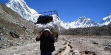 Sherpa con cargamento