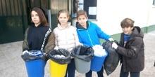 Litter Less Campaign_Masa de las papeleras de clase
