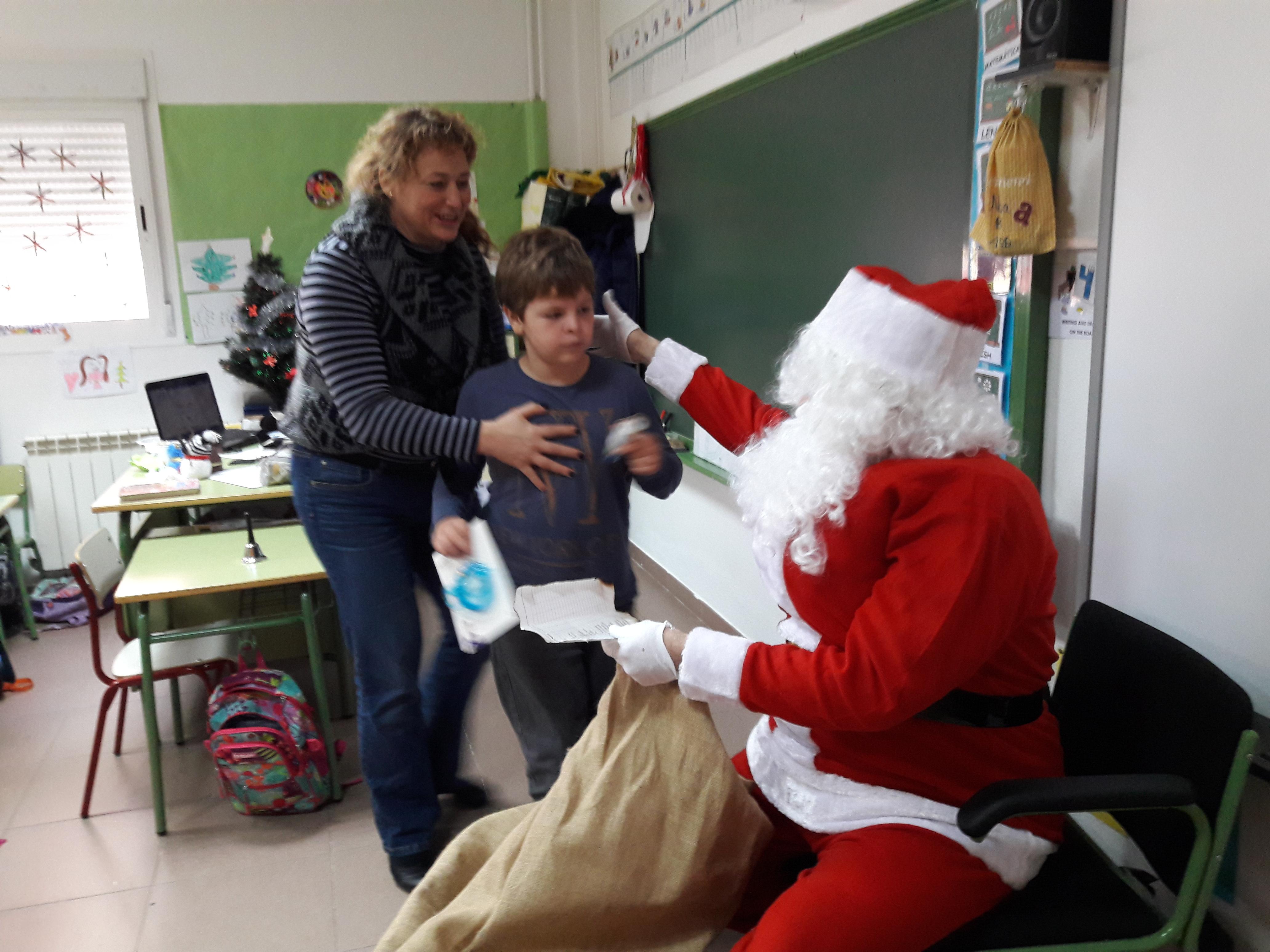 Santa Claus comes to School 25