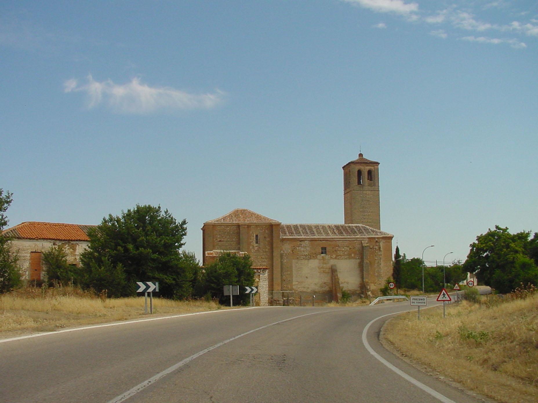 Vista de iglesia en Fresno del Torote