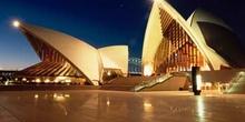Teatro de la ópera de Sydney (Australia) iluminado