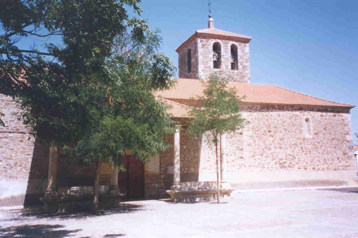 Fachada de la parroquia de San Miguel Arcángel de Pedrezuela