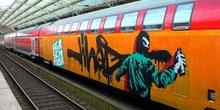 Tren en Colonia con un grafiti, Alemania