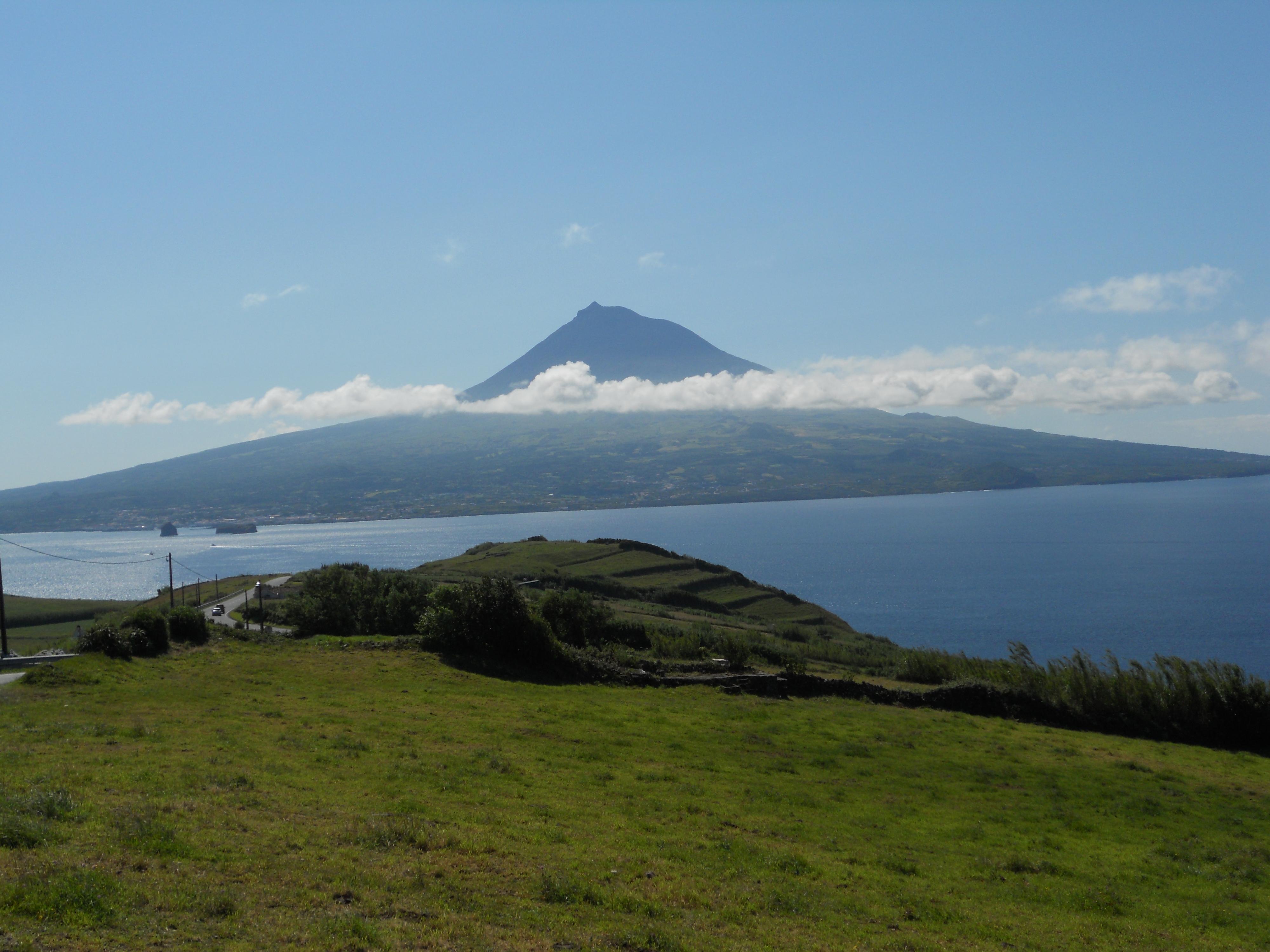 Vista de Pico desde Faial (Azores)