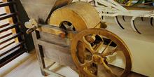 Aperos agrícolas: Máquina desgranadora, Museo del Pueblo de Astu