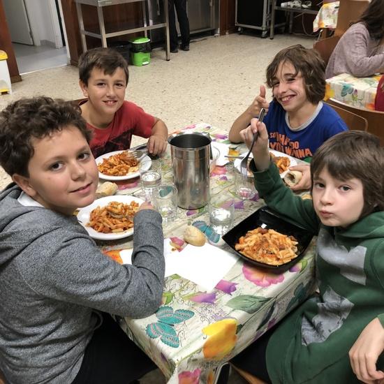 Albergue 6º - 2º día (comiendo) 7