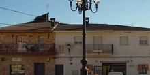 Plaza con farola en Redueña
