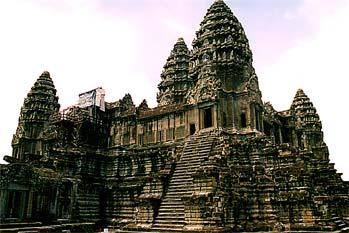 Vista general del Bayon en Angkor, Camboya
