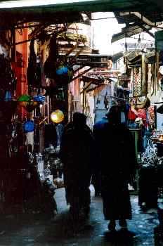 Personas paseando por un zoco, Marrakech, Marruecos