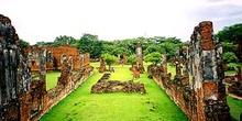Vista semi-aérea de ruínas de Ayutthaya, Tailandia