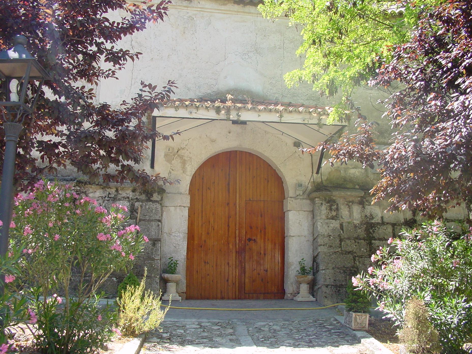 Puerta de iglesia en Valverde de Alcalá