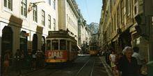Tranvía 28 en la Baixa, Lisboa, Portugal