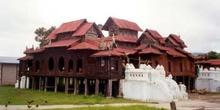 Monasterio en el Lago Inle, Myanmar
