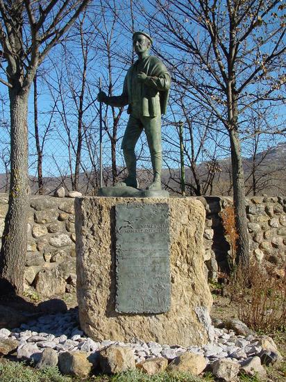 Estatua Homenaje al Hombre del Campo en Alameda del Valle