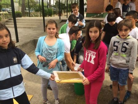 2017_04_21_JORNADAS EN TORNO AL LIBRO_TALLER PAPEL RECICLADO_5º Y 6º 2