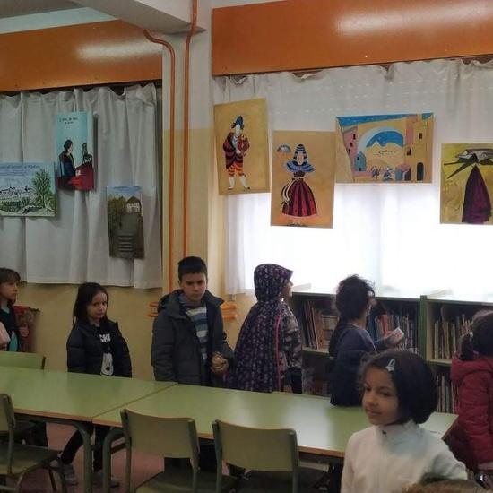 Infantil 3 años y 1º de Primaria visitan los expositores del la