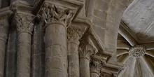 Capitel decorado con cara y seres demoníacos, Huesca