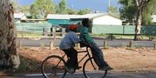 Niños aborígenes en Alice Springs, Australia