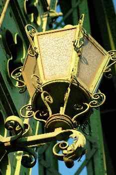 Farola de hierro del Puente de la Libertad, Budapest, Hungría