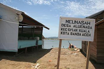 Entrada al campo, Campamento de pescado, Alunaga, Sumatra, Indon