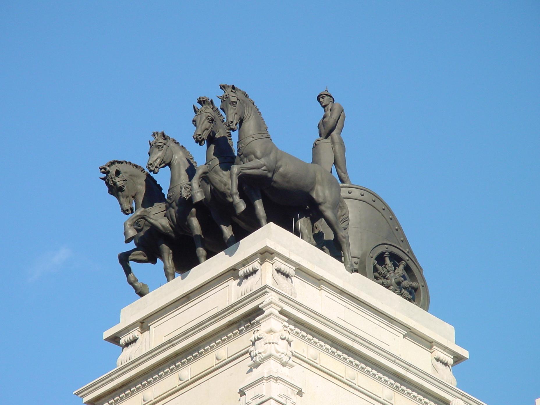 Cuádriga del edificio del antiguo Banco de Bilbao en Madrid