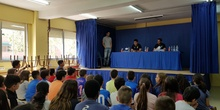 Los jugadores del C.F. Leganés visitan el cole 5