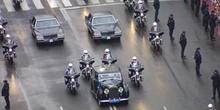 Coche Oficial escoltado por motoristas