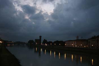 Paisaje nocturno con castillo, Pisa