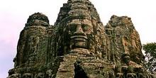Detalle de una de las cuatro caras de las Puertas de Angkor, Cam