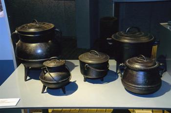 Utensilios domésticos: Potes de hierro fundido, Museo del Pueblo