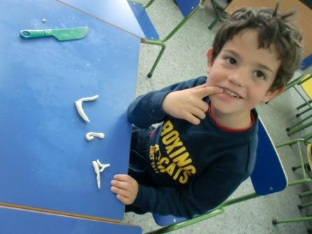Las Abejas construyen las letras P y S 13